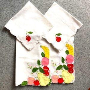 2/$21⛄️Sale. Vintage Fruit napkins/placemats